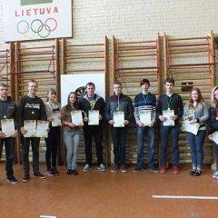 A.Baranausko mokykloje vyko Anykščių mokinių smiginio varžybos (FOTO)