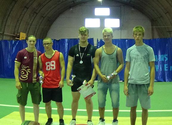 Anykščių sunkiaatlečiai užtikrintai pasirodė turnyre Latvijoje
